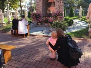 Modlitwa różańcowa przy grocie 2018
