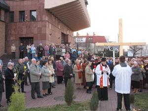 Droga krzyżowa ulicami parafii, 3 IV 09 - 2009